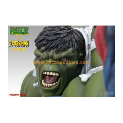 Hulk vs Spiderman Diorama